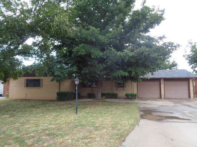 817 Holliday Street, Plainview, TX 79072 (MLS #201909574) :: The Lindsey Bartley Team