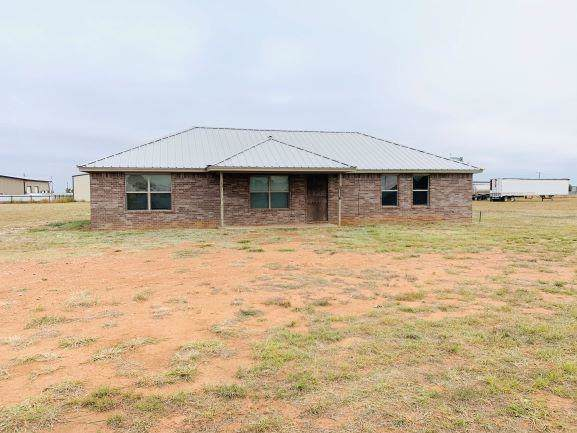 9116 County Road 7635, Wolfforth, TX 79382 (MLS #201909925) :: Lyons Realty