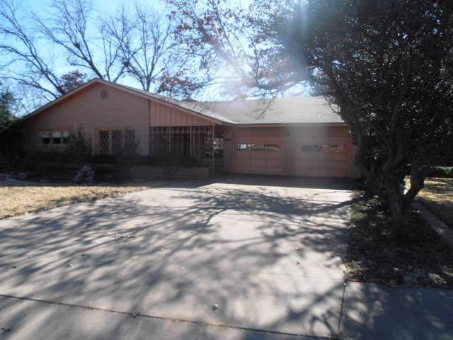 2323 58th Street, Lubbock, TX 79412 (MLS #202000188) :: The Lindsey Bartley Team