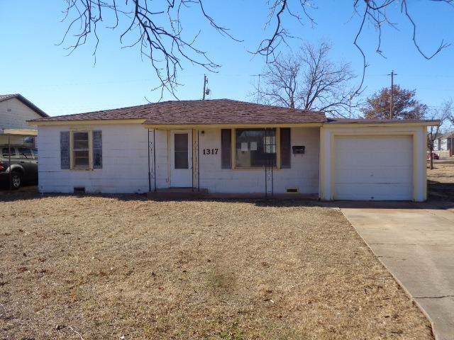 1317 Wayland Street, Plainview, TX 79072 (MLS #202000715) :: Stacey Rogers Real Estate Group at Keller Williams Realty
