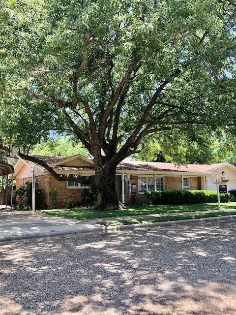 806 W 6th Street, Idalou, TX 79329 (MLS #202005019) :: McDougal Realtors
