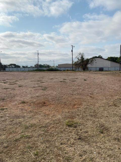 1901 E 15th Street, Lubbock, TX 79403 (MLS #202011087) :: Stacey Rogers Real Estate Group at Keller Williams Realty