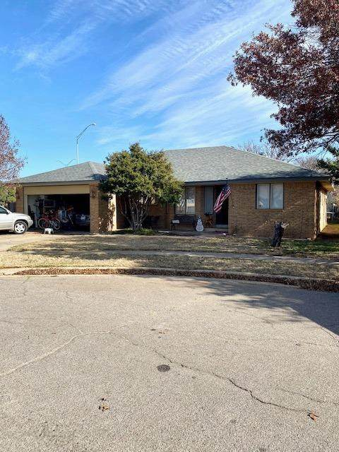 6101 Englewood Avenue, Lubbock, TX 79424 (MLS #202011275) :: Stacey Rogers Real Estate Group at Keller Williams Realty