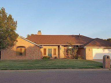 207 S Holliday Drive, Plainview, TX 79072 (MLS #202011872) :: McDougal Realtors