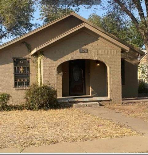 2204 26th Street, Lubbock, TX 79411 (MLS #202100225) :: Stacey Rogers Real Estate Group at Keller Williams Realty