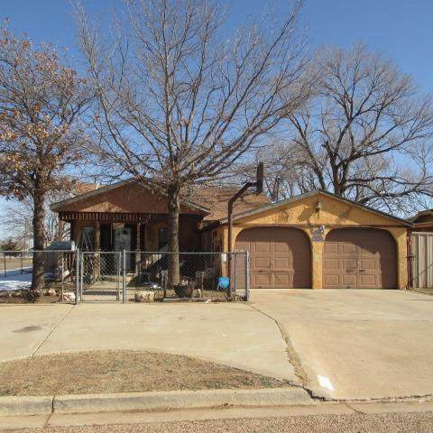 300 S 4th Street, Slaton, TX 79364 (MLS #202100527) :: Better Homes and Gardens Real Estate Blu Realty