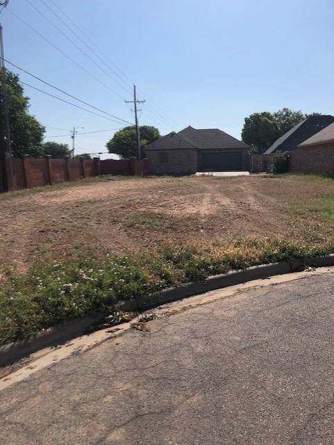 401 Troy Avenue, Lubbock, TX 79416 (MLS #202104810) :: Better Homes and Gardens Real Estate Blu Realty