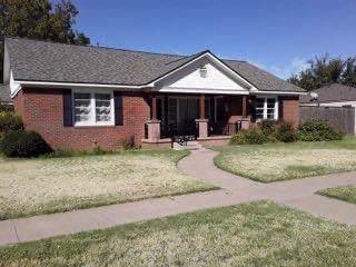 1050 W Garza Street, Slaton, TX 79364 (MLS #201909383) :: The Lindsey Bartley Team