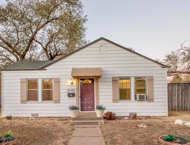 2102 25th Street, Lubbock, TX 79411 (MLS #202103487) :: Lyons Realty