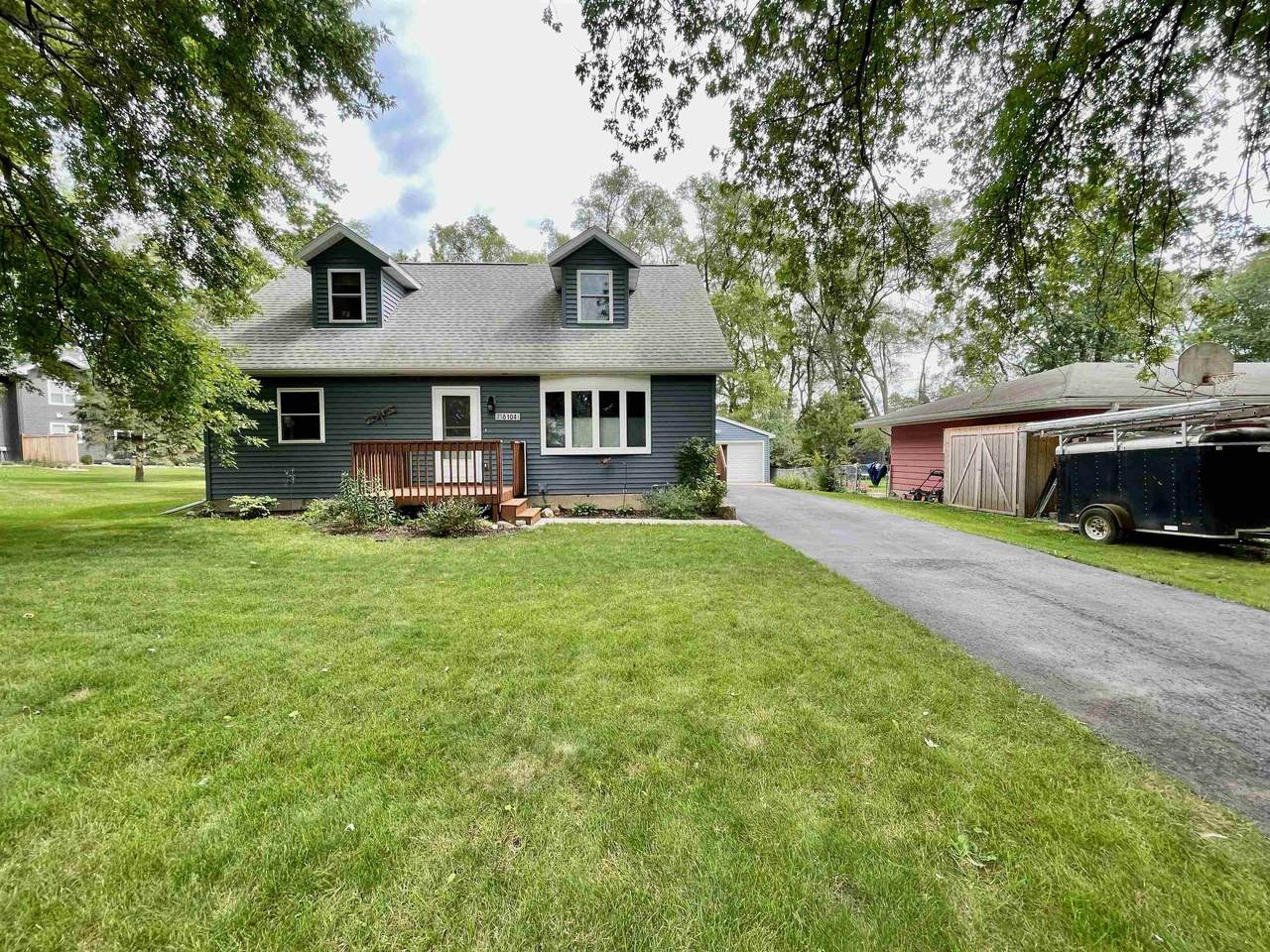 6104 Roselawn Ave - Photo 1