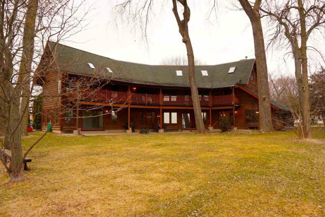 2898 Tomahawk Ct, Middleton, WI 53562 (#1769397) :: Nicole Charles & Associates, Inc.