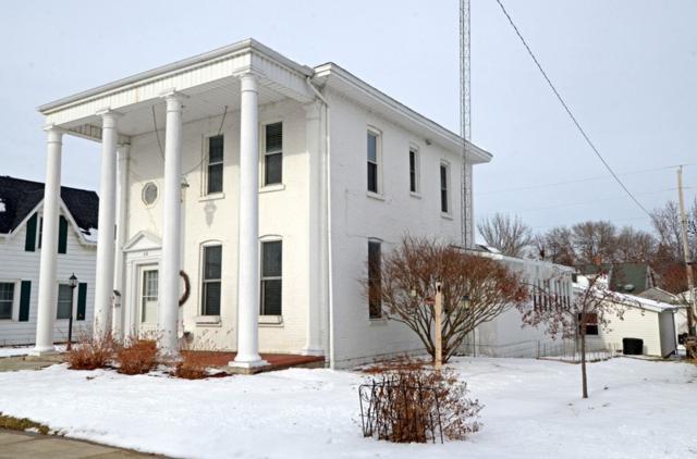 319 W Franklin St, Portage, WI 53901 (#1820871) :: HomeTeam4u