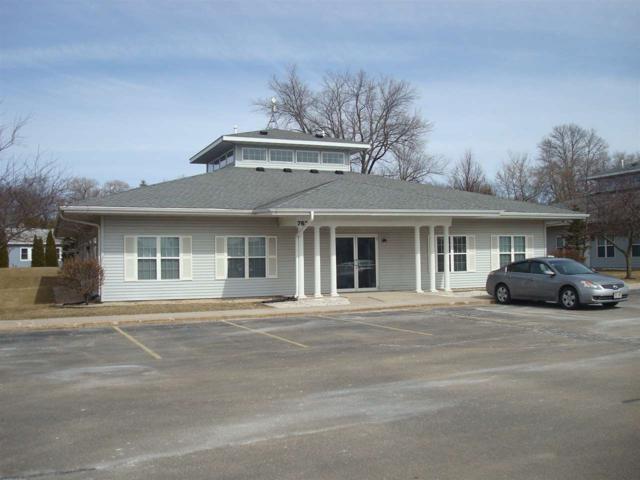 762 Lois Dr, Sun Prairie, WI 53590 (#1824842) :: Nicole Charles & Associates, Inc.