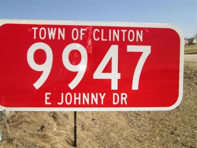 9947 E Johnny Dr, Clinton, WI 53525 (#1827674) :: Nicole Charles & Associates, Inc.