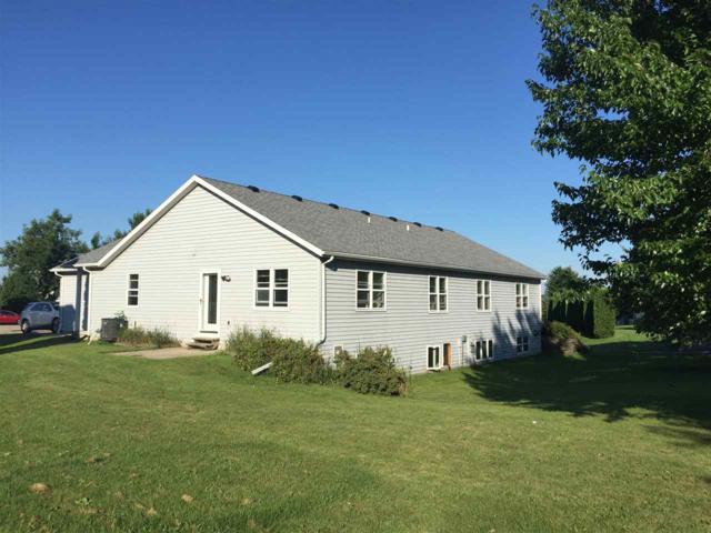 916 N Clover Ln, Cottage Grove, WI 53527 (#1827741) :: HomeTeam4u