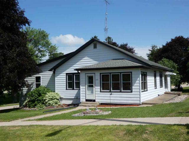 289 Railroad Ave, Benton, WI 53803 (#1833971) :: Nicole Charles & Associates, Inc.