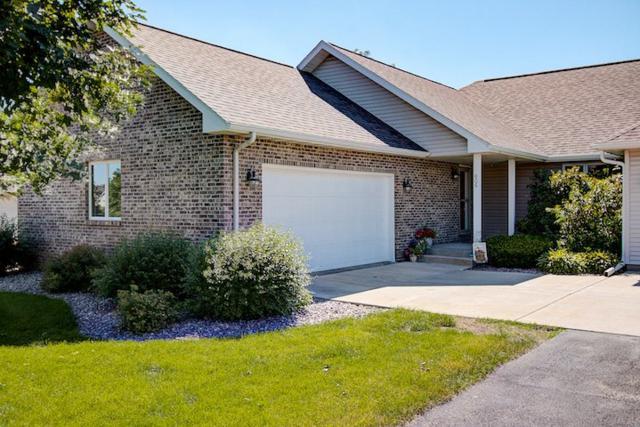 606 Prairie Hills Dr, Dodgeville, WI 53533 (#1835043) :: Nicole Charles & Associates, Inc.