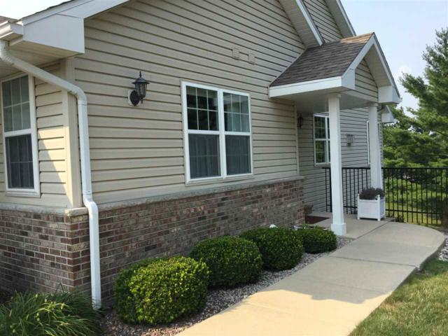 126 Summit Ct, Columbus, WI 53925 (#1837134) :: Nicole Charles & Associates, Inc.