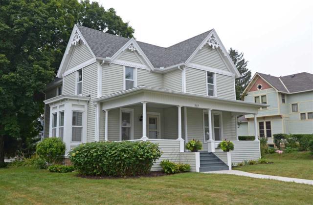 337 2ND Street, Baraboo, WI 53913 (#1839433) :: Nicole Charles & Associates, Inc.