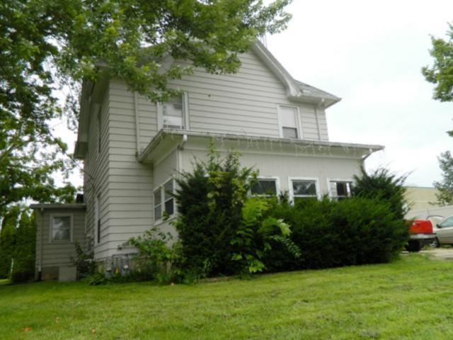 W3052 Main St, Jefferson, WI 53550 (#1840081) :: HomeTeam4u