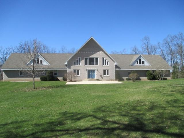 4459 E Dawn Rd, Bear Creek, WI 53577 (#1855487) :: HomeTeam4u