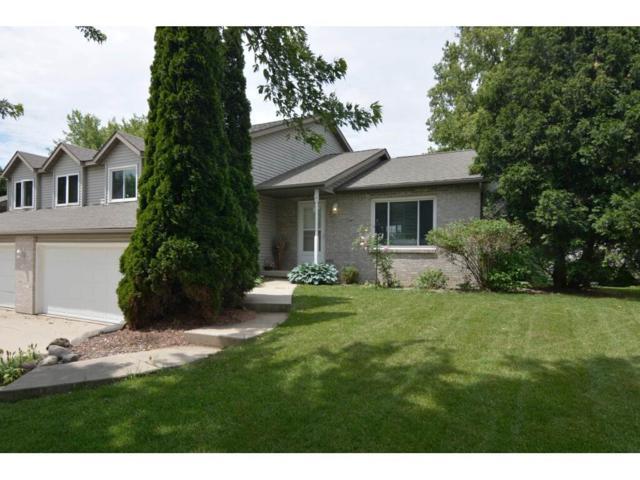 818 Huntington Dr, Sun Prairie, WI 53590 (#1860583) :: HomeTeam4u