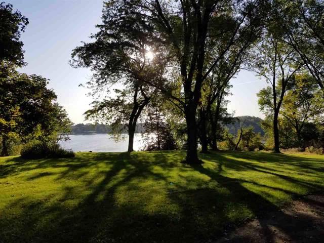 124 Lake Rd, Portage, WI 53901 (#1870243) :: HomeTeam4u