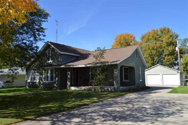 211 W Howard St, Portage, WI 53901 (#1870592) :: HomeTeam4u