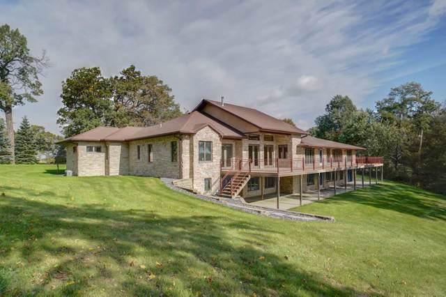 122 Lake Rd, Portage, WI 53901 (#1870600) :: HomeTeam4u