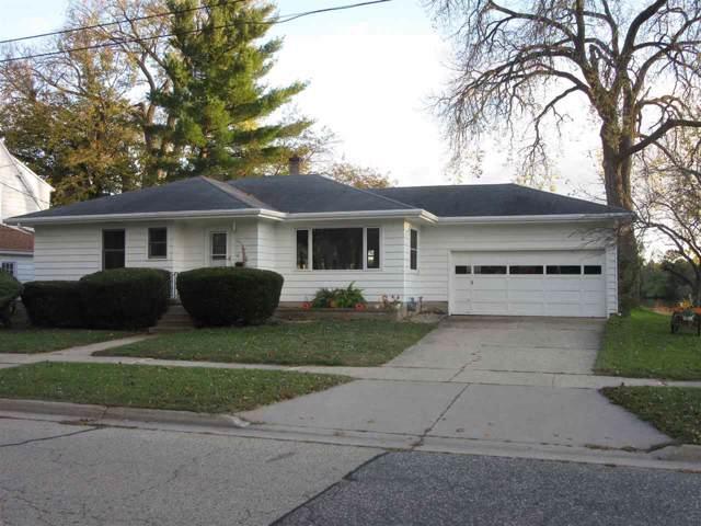 630 W Edgewater St, Portage, WI 53901 (#1870927) :: HomeTeam4u