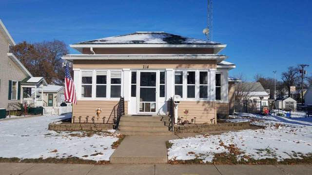 214 5th Ave, Baraboo, WI 53913 (#1872343) :: HomeTeam4u