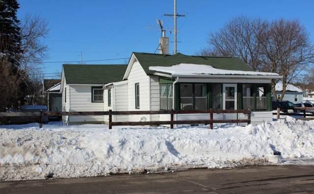 229 E Howard St, Portage, WI 53901 (#1877336) :: HomeTeam4u