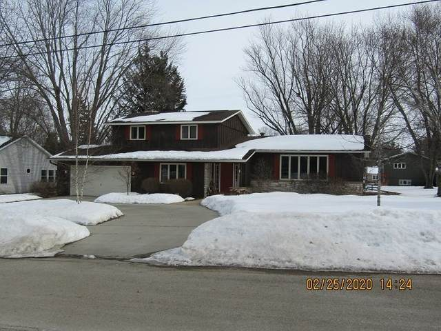 955 Thomas St, Ripon, WI 54971 (#1878039) :: HomeTeam4u