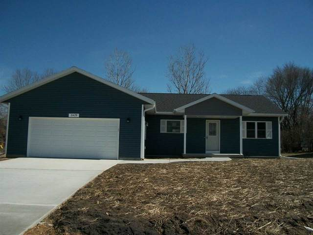 2429 Wild Rose Ct, Portage, WI 53901 (#1879878) :: Nicole Charles & Associates, Inc.