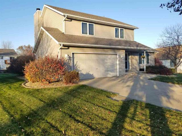 2108 Wood View Dr, Stoughton, WI 53589 (#1880665) :: HomeTeam4u