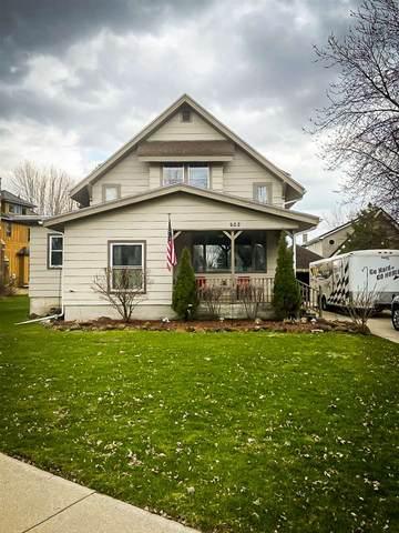 622 E Oak Grove St, Juneau, WI 53039 (#1881619) :: HomeTeam4u