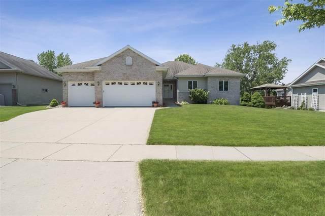 415 W Oak St, Cottage Grove, WI 53527 (#1886530) :: HomeTeam4u