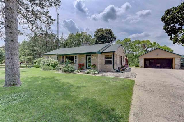 420 Silver Lake Dr, Portage, WI 53901 (#1887435) :: HomeTeam4u
