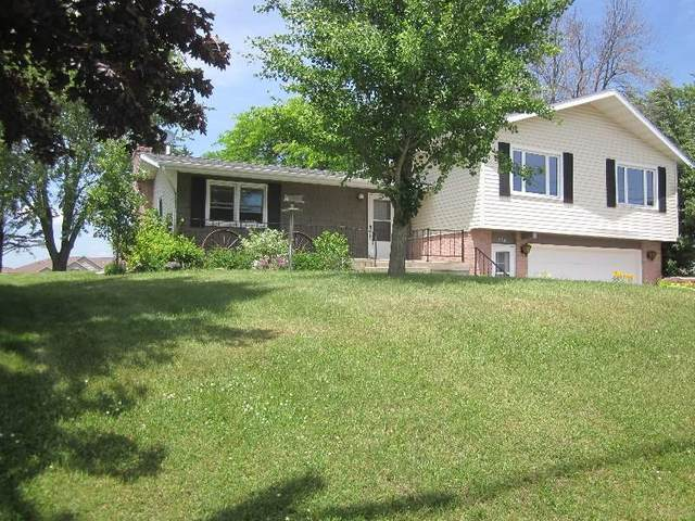 721 Grove St, Mauston, WI 53948 (#1887640) :: HomeTeam4u