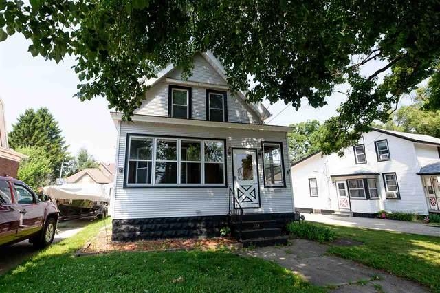 122 Dewey Ave, Watertown, WI 53094 (#1887677) :: HomeTeam4u