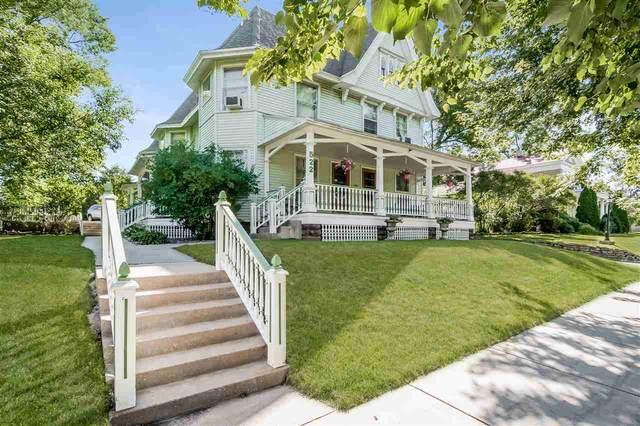522 W Wisconsin St, Portage, WI 53901 (#1888609) :: Nicole Charles & Associates, Inc.