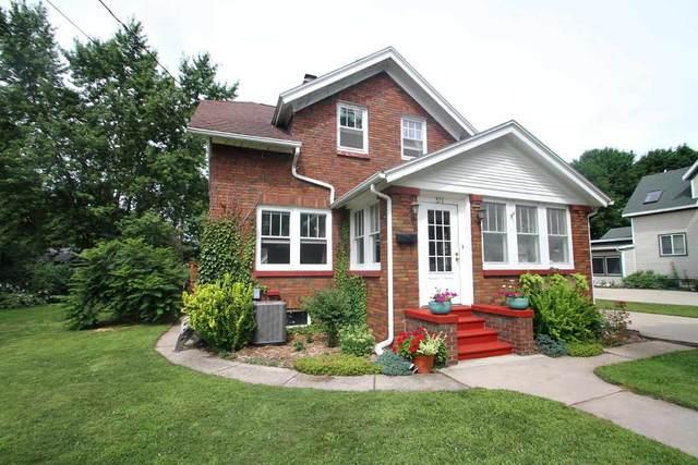 371 5th St, Prairie Du Sac, WI 53578 (#1888999) :: Nicole Charles & Associates, Inc.