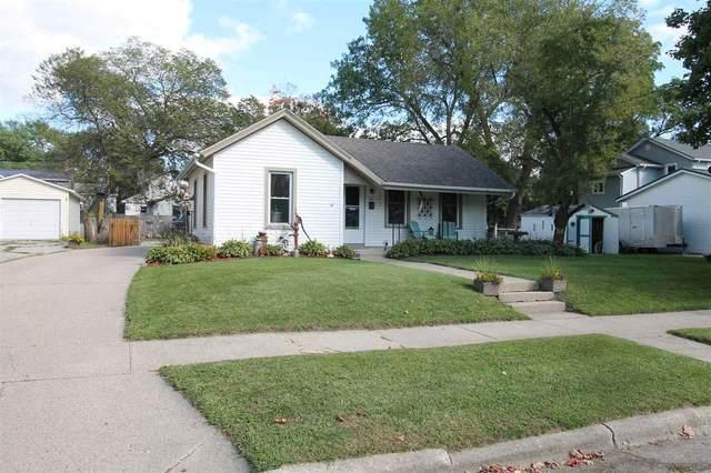 412 N Chatham St, Janesville, WI 53548 (#1893900) :: HomeTeam4u