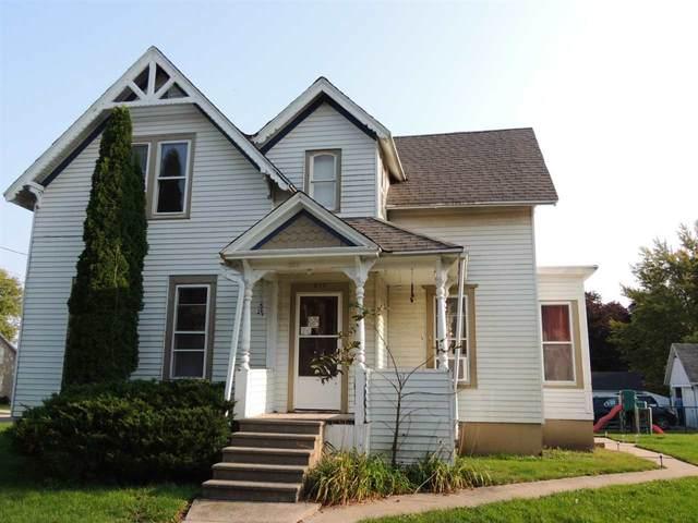 301 Milwaukee Rd, Clinton, WI 53525 (#1894268) :: HomeTeam4u