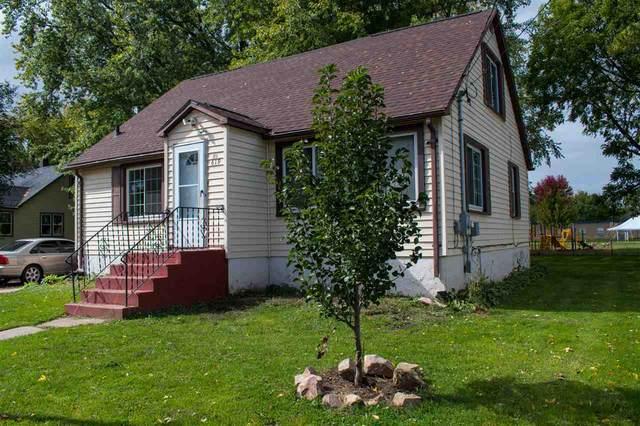 619 Grove St, Mauston, WI 53948 (#1895057) :: HomeTeam4u