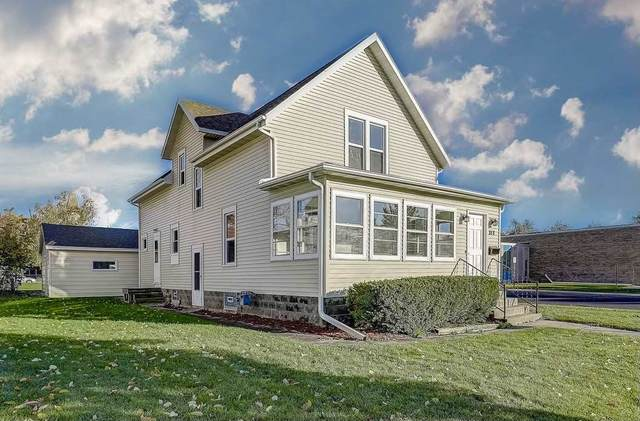 313 S 4th St, Watertown, WI 53094 (#1896094) :: HomeTeam4u