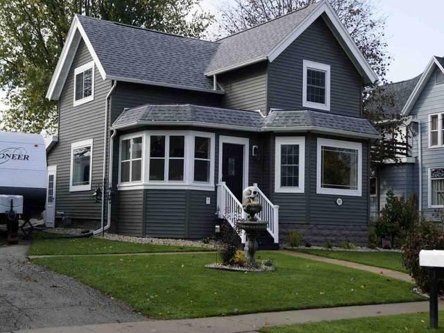 303 S College Ave, Fox Lake, WI 53933 (#1896581) :: HomeTeam4u