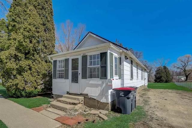 206 N Madison St, Evansville, WI 53536 (#1905606) :: HomeTeam4u