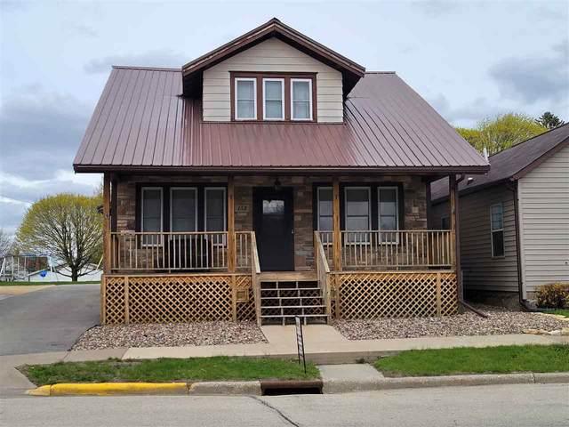 152 E Main St, Benton, WI 53803 (#1907070) :: HomeTeam4u