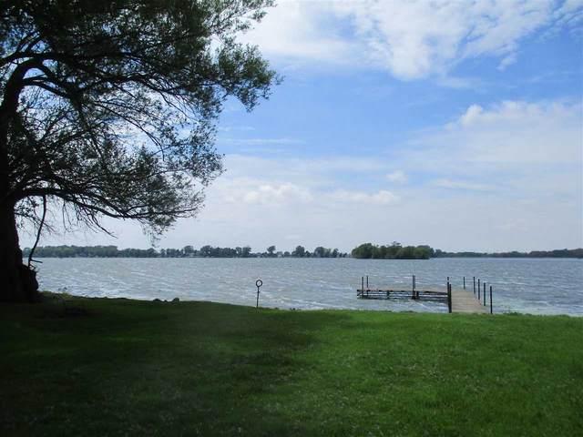N10837 Maple Point, Fox Lake, WI 53933 (#1910835) :: Nicole Charles & Associates, Inc.